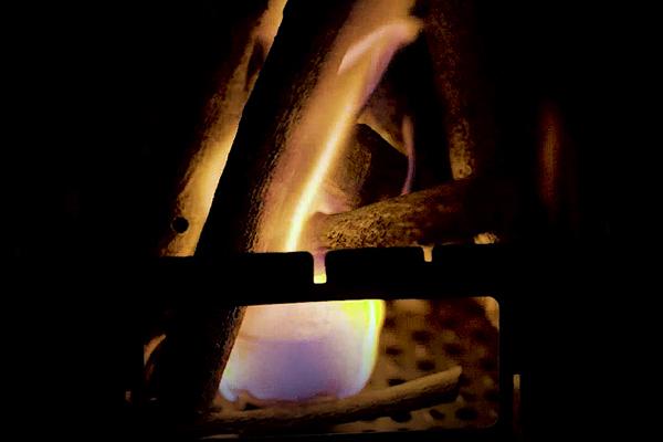 固形燃料で焚火