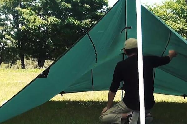 風が強い日に張るタープ