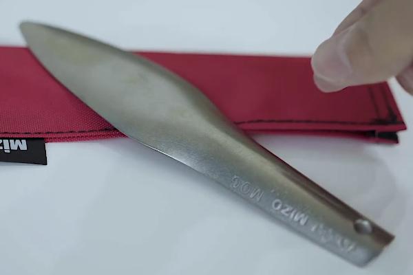 チタン製のスコップ