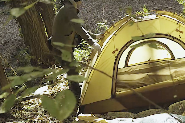 ソロ用のテントを張る